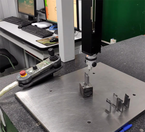 Three-dimensional measuring machine operation