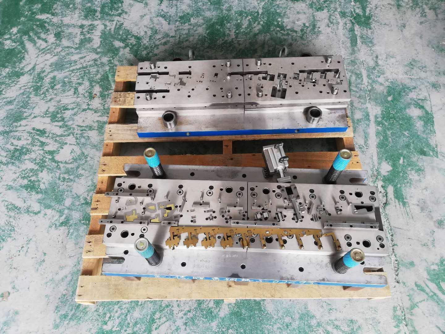 Metal Stamping Mold, Single Punching Die and Progressive Die